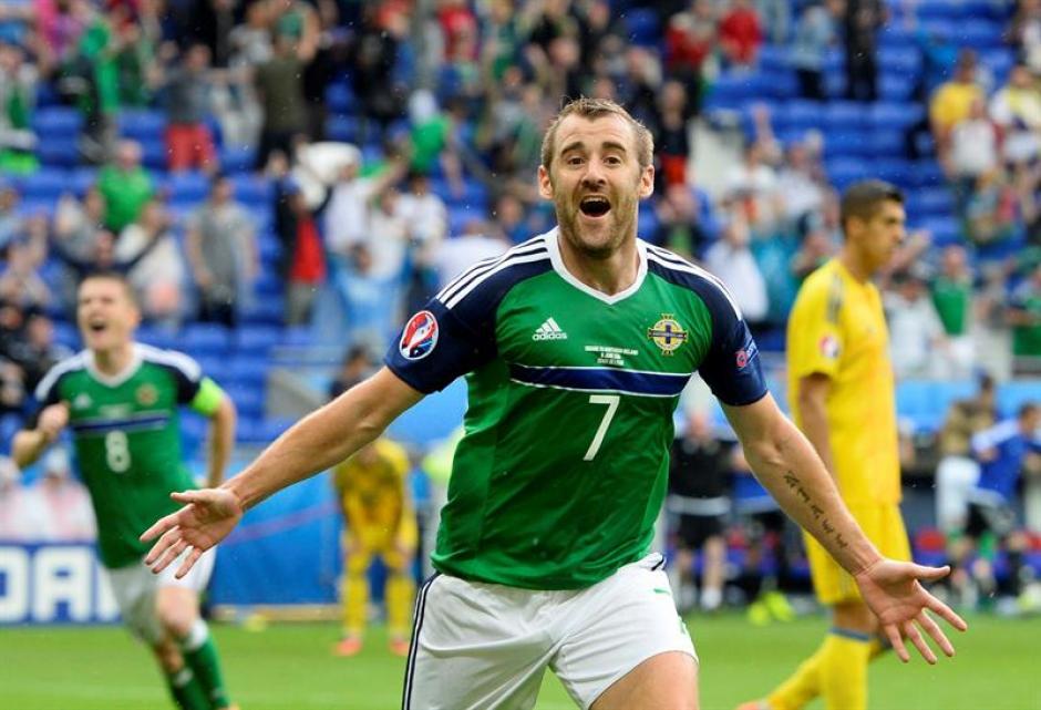 Niall McGinn anotó el segundo gol de los Irlandeses. (Foto: EFE)