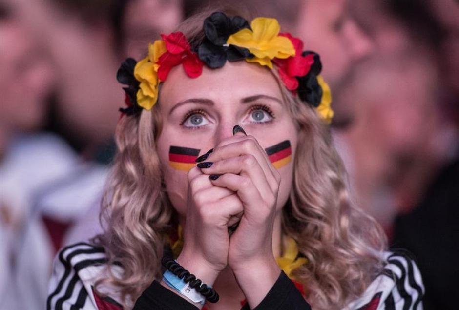 La afición alemana sufrió al ver que su selección no anotaba. (Foto: EFE)