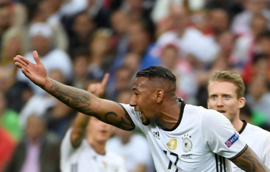 Jerome Boateng muy molesto durante el choque contra Polonia. (Foto: EFE)