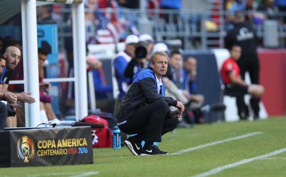 Jurgen Klinsmann, técnico de Estados Unidos, sufrió al final del partido. (Foto: EFE)