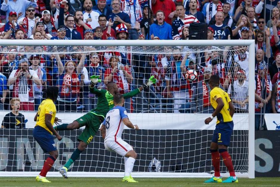 El segundo gol de Estados Unidos conseguido por Dempsey. (Foto: EFE)