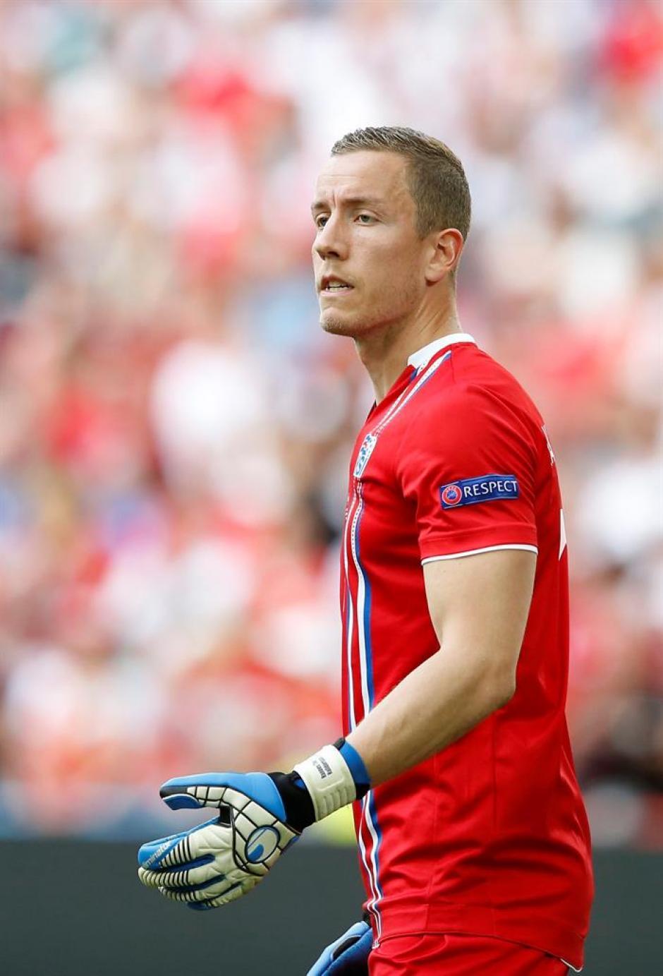 El portero, de 32 años, debutó a los 27 con la selección. (FOTO: Oliver Weiken/EFE)