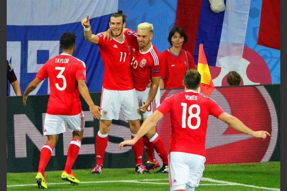 Bale celebra su gol con el resto. (Foto: EFE)