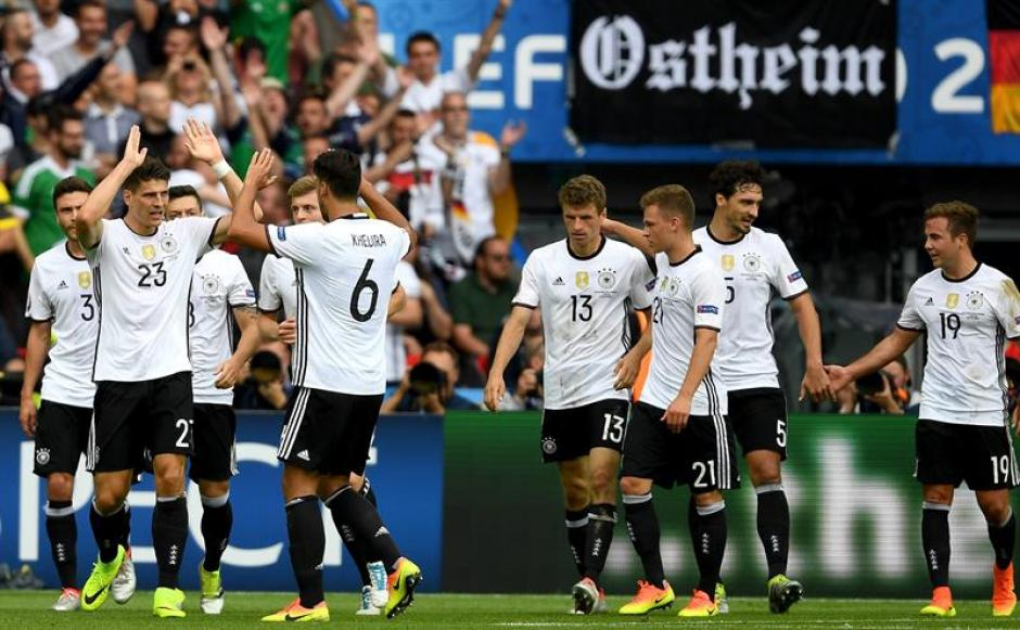 Los alemanes celebran el gol (EFE)