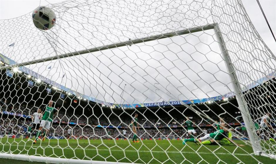 Imagen del gol de Mario Gómez (EFE)