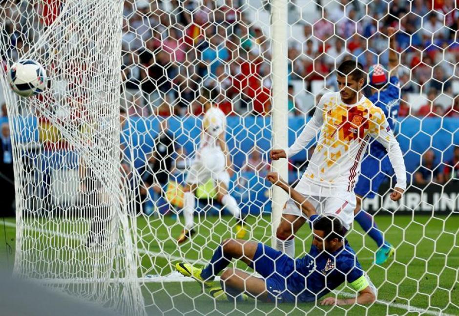 Álvaro Morata marca el 1-0 al comienzo del partido (EFE)