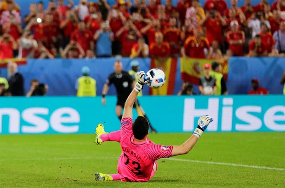Daniel Subasic paró un penal mal tirado de Ramos (EFE)