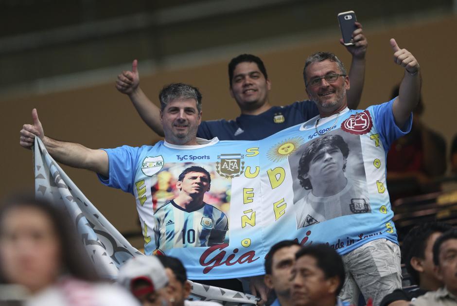 Aficionados de Argentina animan a su equipo antes del partido ante EE.UU. (Foto: AFP/David Fernández)