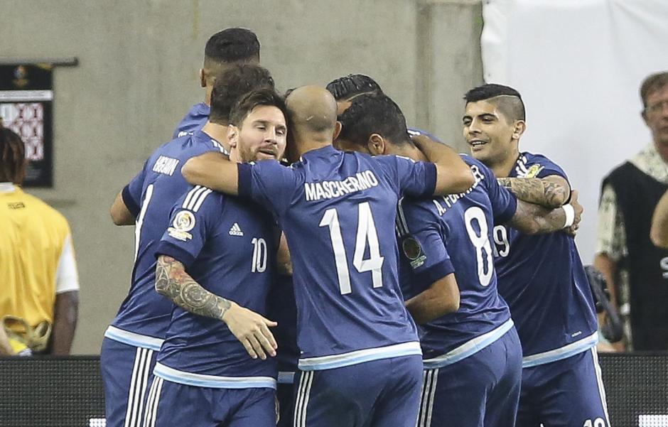 Así festejó la Selección argentina de futbol tras superar a Estados Unidos. (Foto: EFE)