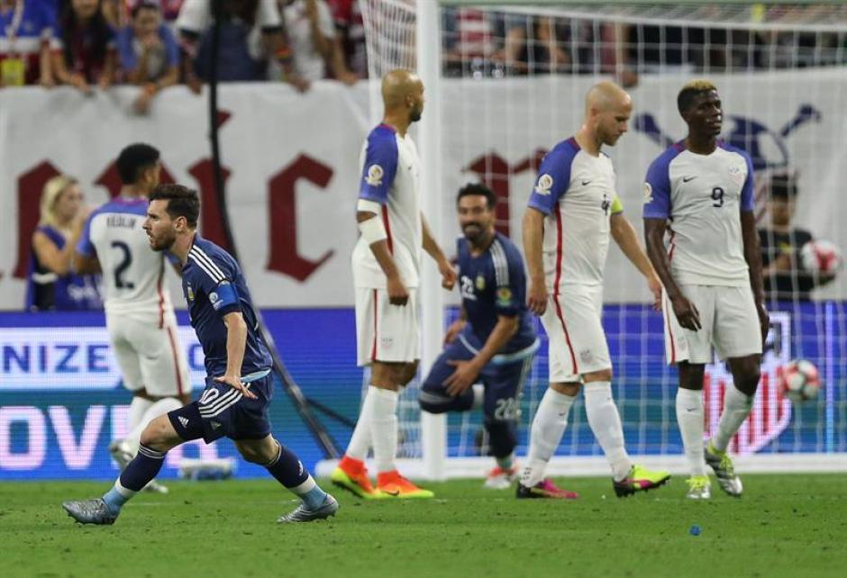 El momento de iniciar el festejo tras el golazo de Messi a Estados Unidos. (Foto: EFE)