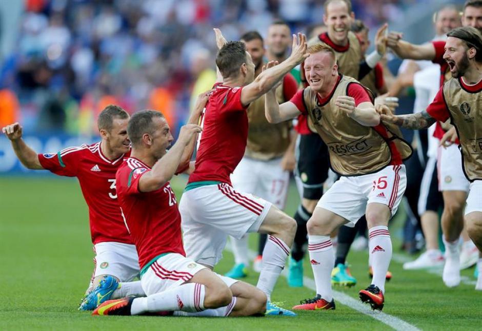Los húngaros celebraron a lo grande cada uno de los goles (EFE)