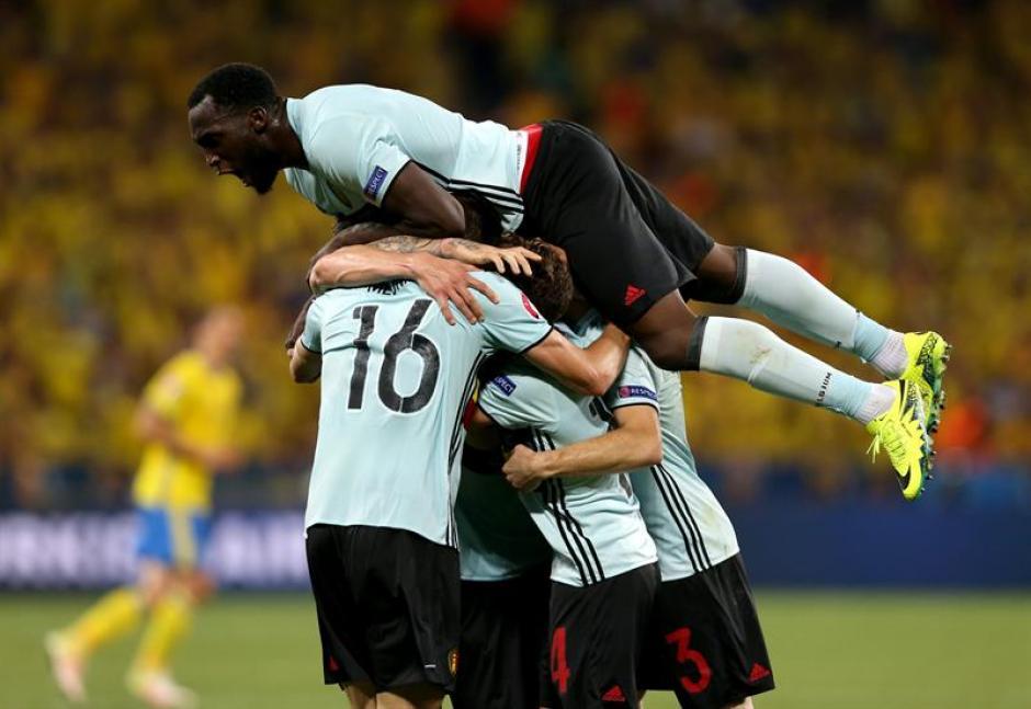 Bélgica jugará contra Hungría en octavos (EFE)