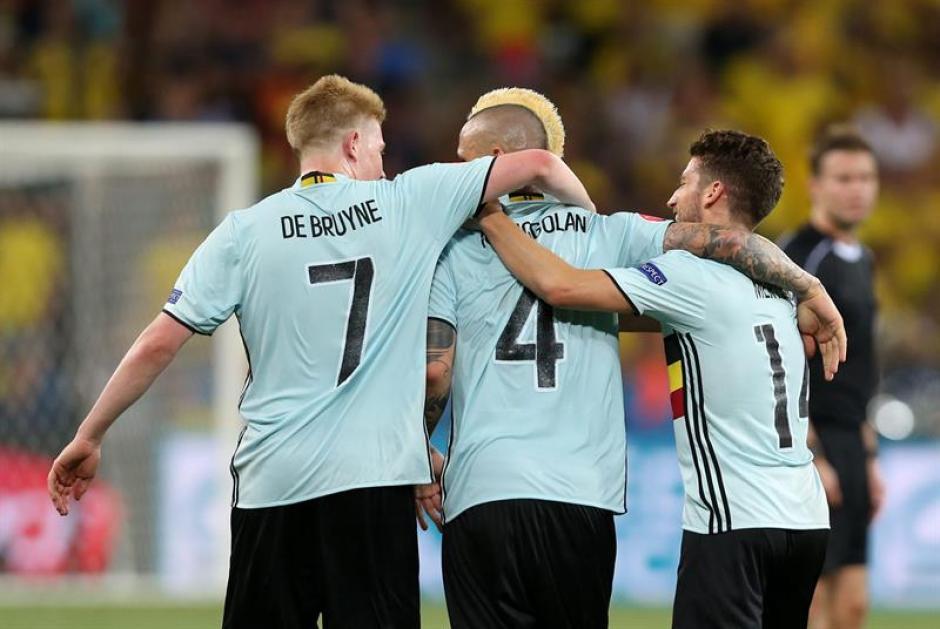 El entrenador de la selección de Bélgica reconoció que uno de sus jugadores tiene un vicio difícil de dejar. (EFE)