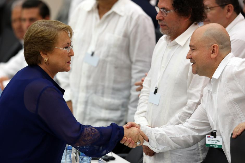 La presidente de Chile también viajó a acompañar a Juan Manuel Santos. (Foto: EFE)