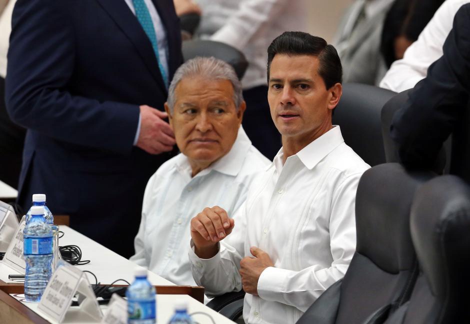 Entre los que viajaron a la isla se encontraban los vecinos mandatarios de México y El Salvador. (Foto: EFE)