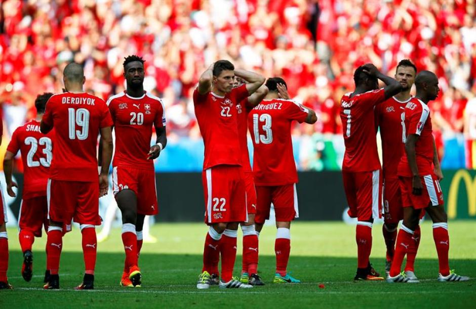 Los suizos se lamentan tras la derrota (EFE)