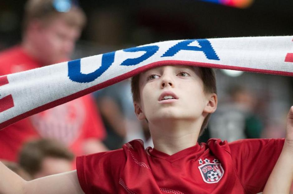 Este niño sufrió la derrota de su equipo que quedó en el cuarto lugar del torneo centenario.  (Foto: EFE)