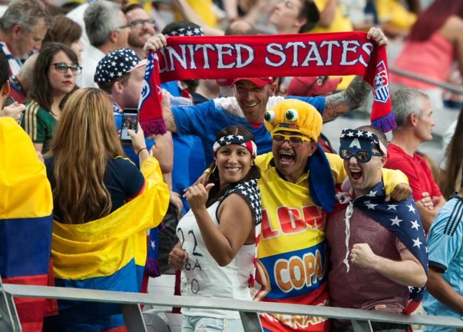 Los aficionados colombianos disfrutaron de la victoria de su selección.  (Foto: EFE)