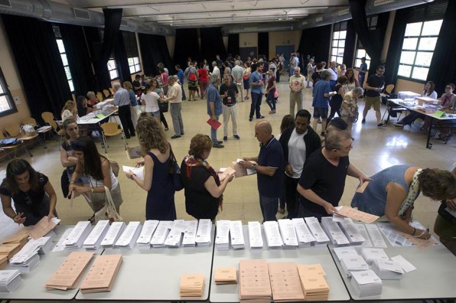 Más de 36 millones de españoles votan. (Foto: EFE)