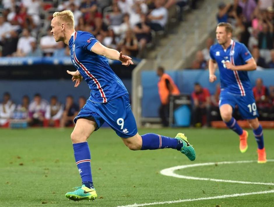 El empate parcial llegó unos minutos después del gol de Rooney. (Foto: EFE)