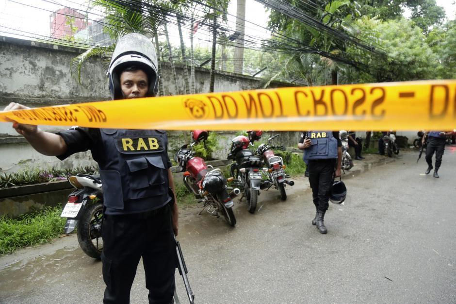 El ataque yihadista ocurrió en un restaurante frecuentado por extranjeros y ubicado en el barrio diplomático de Dacca. (Foto: EFE)