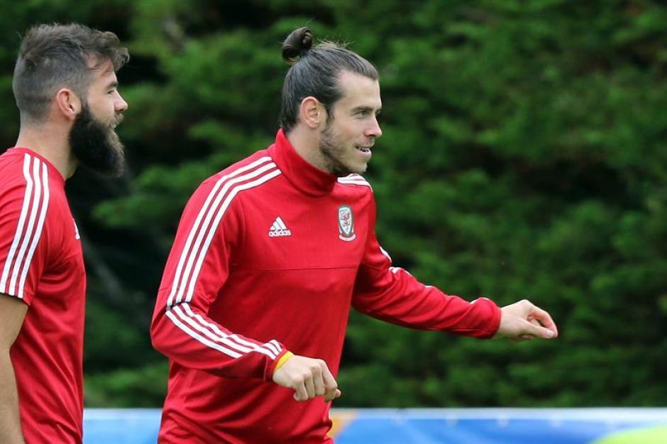 La selección de Gales pasó a semifinales contra todo pronóstico. (EFE)