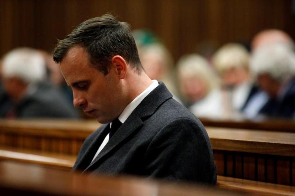 Oscar Pistorius fue condenado a seis años de prisión por la muerte de su novia Reeva Steenkamp. (Foto: Efe)