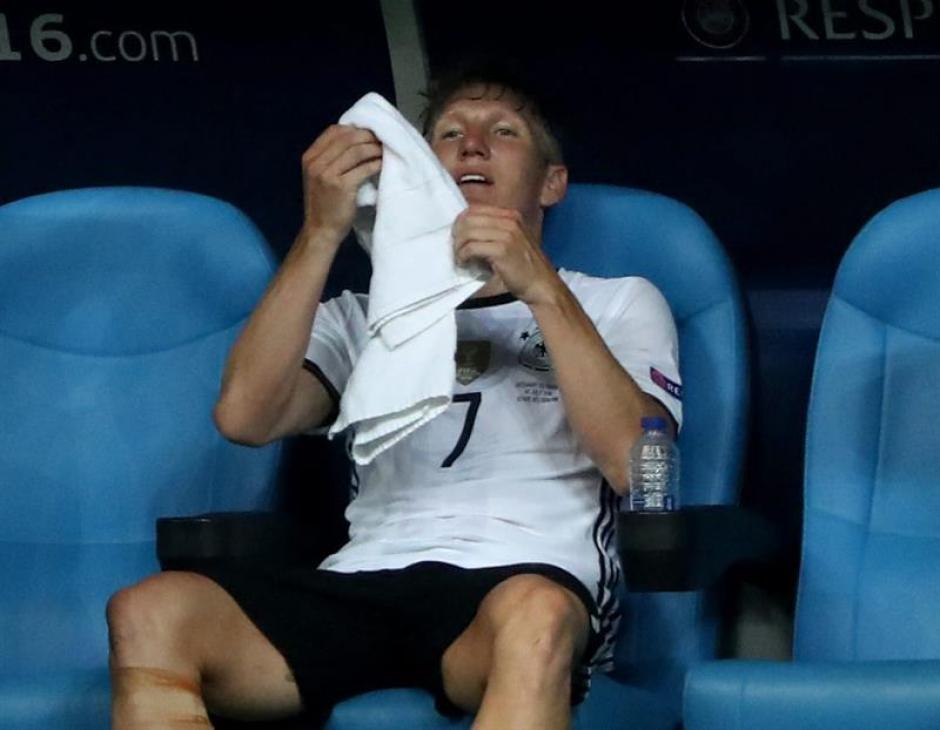 Bastian Schweinsteiger sufre tras la derrota de Alemania frente a Francia. (Foto: EFE)