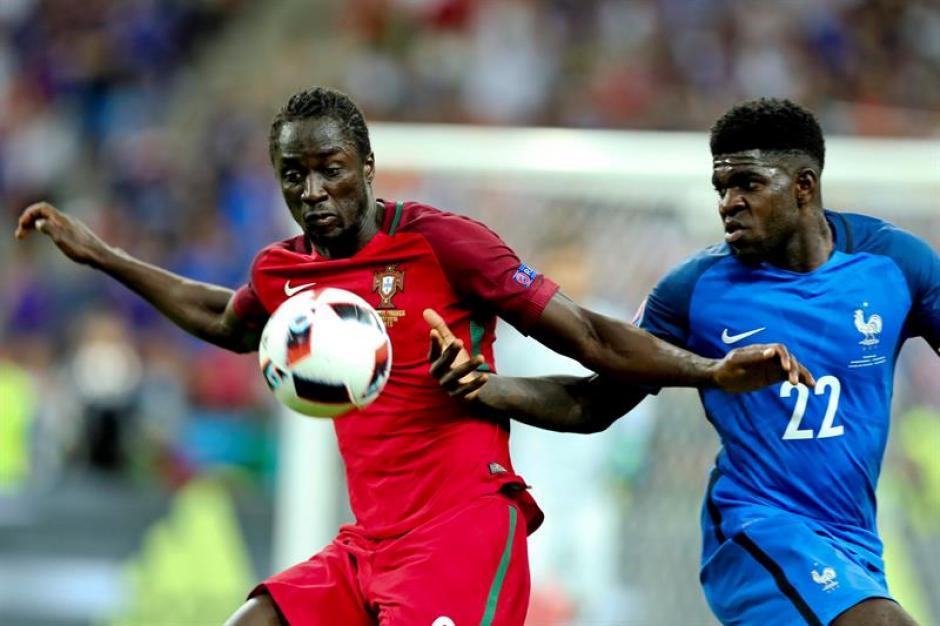 Umtiti jugaba en el Olympique de Lyon. (EFE)