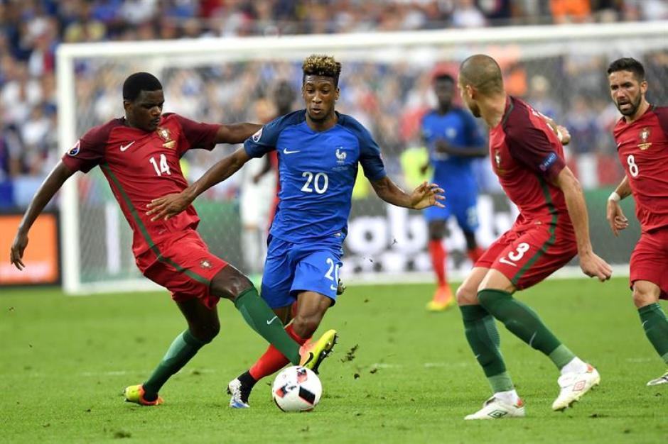 Kingsley Coman ingresó por su velocidad pero no pudo con la defensa (Foto: EFE)