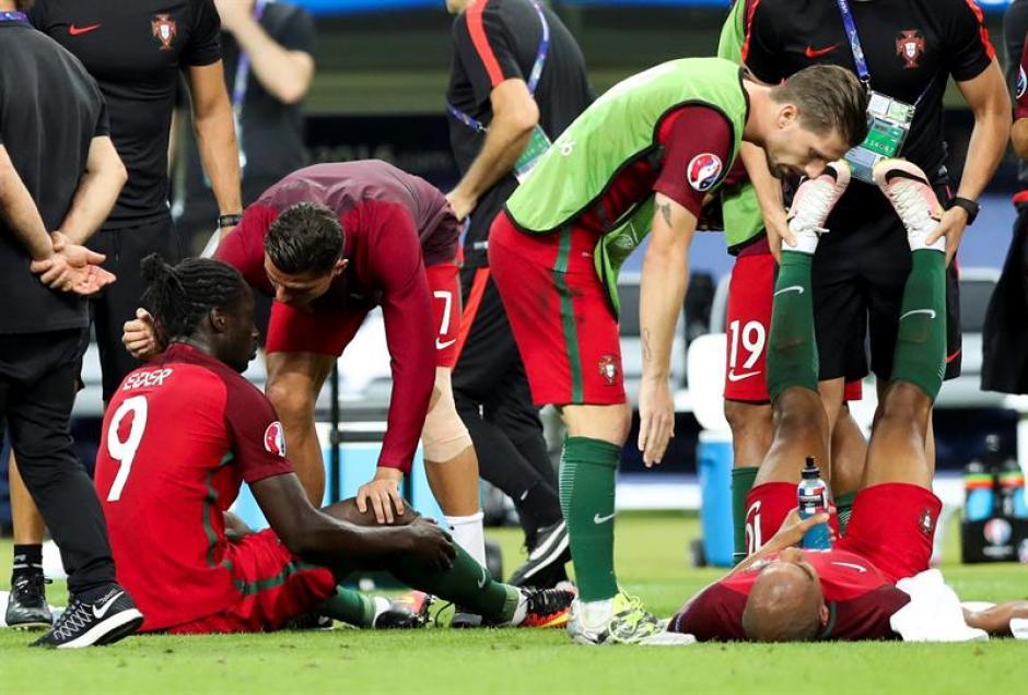 Cristiano salió a animar a sus compañeros antes del tiempo extra (Foto: EFE)
