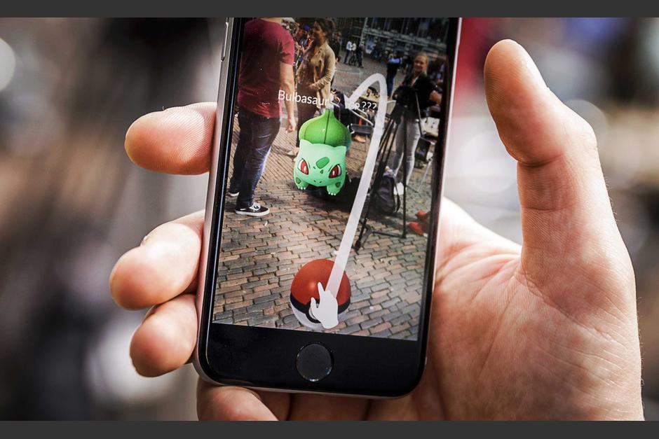 Mientras jugaban Pokémon Go, dos hombres se percataron que un hombre estaba a punto de cometer un crimen. (Foto: EFE/Remko De Waal)