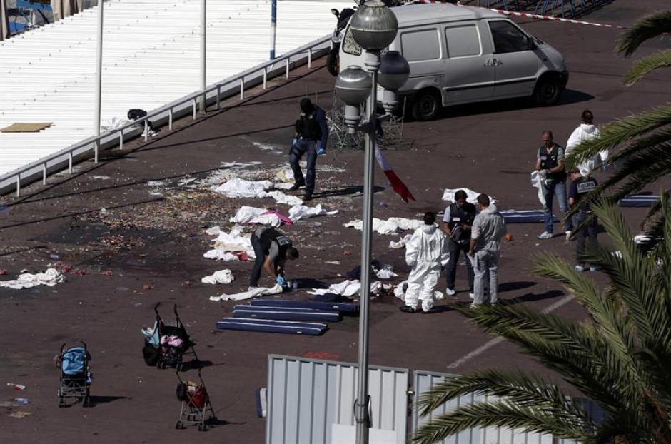En el atentado hay al menos 84 personas muertas y cientos de heridos. (Foto: EFE)