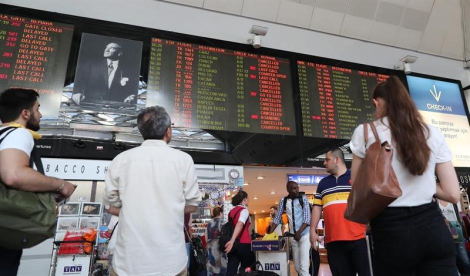 Varios vuelos fueron suspendidos debido al intento de golpe de Estado. (Foto: EFE)
