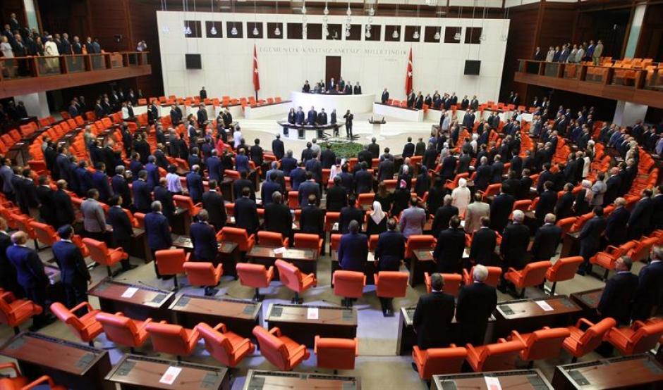 El parlamento turco volvió a sesionar tras el intento fallido de golpe de Estado. (Foto: EFE)