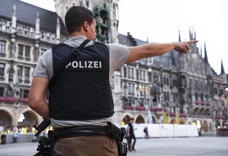La policía ha pedido a los ciudadanos no salir de sus casas. (Foto: EFE)
