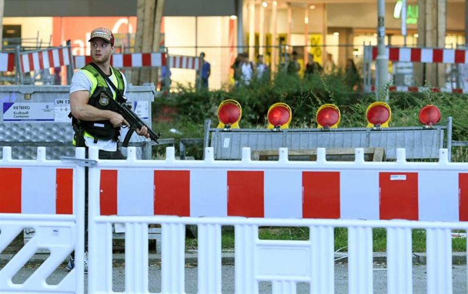 La policía tomó los alrededores de la zona para la investigación. (Foto: EFE)