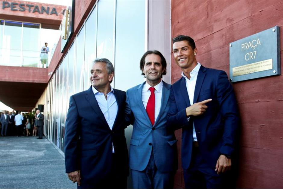 Cristiano Ronaldo acudió para inaugurar su hotel. (Foto: EFE)