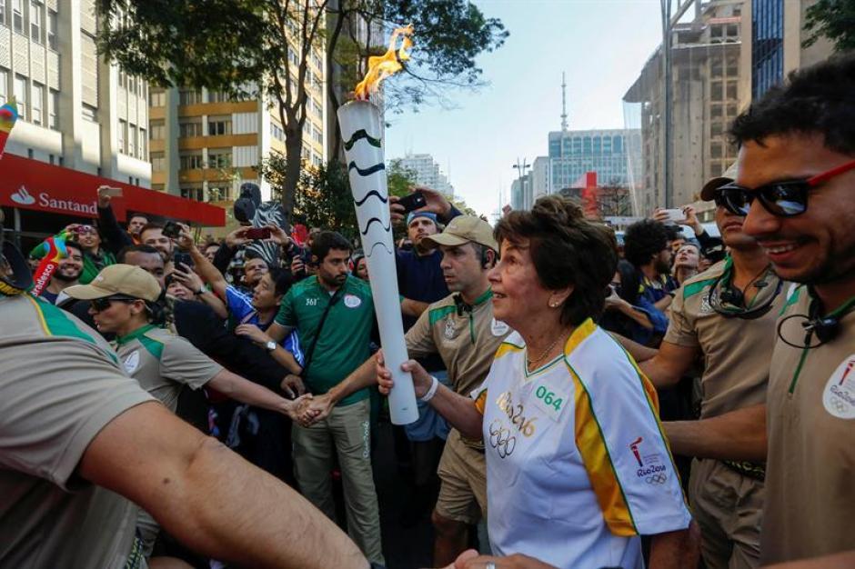 La Antorcha Olímpica ya se encuentra en Brasil y recorre las principales ciudades del país hasta llegar a Río de Janeiro. (Foto: EFE)
