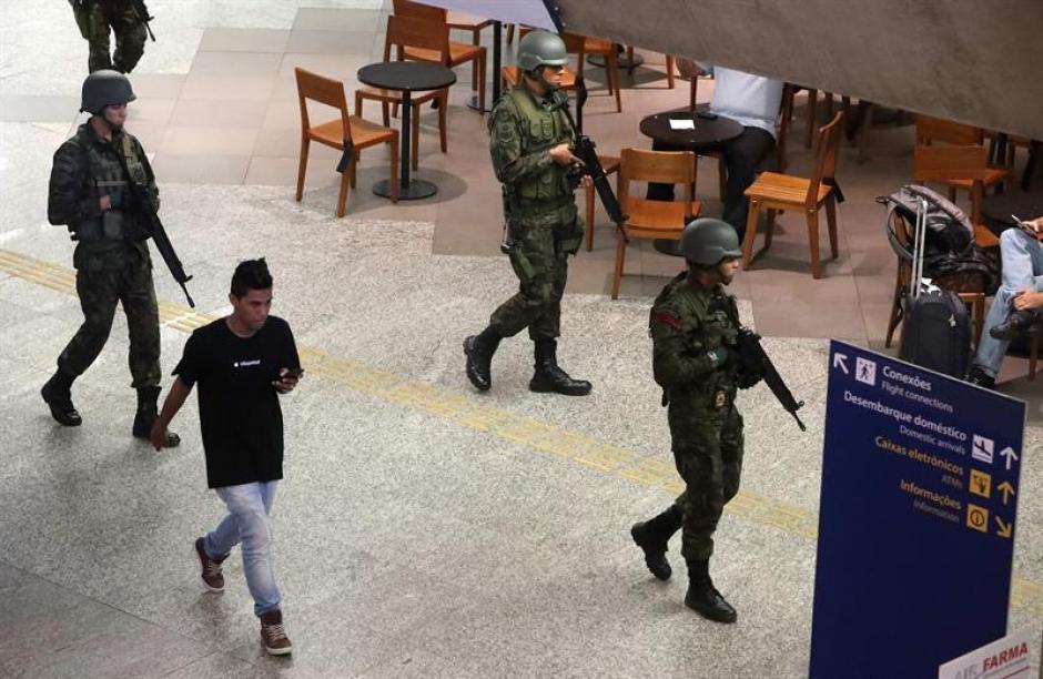 La policía continúa con las operaciones para encontrar sospechosos (EFE)