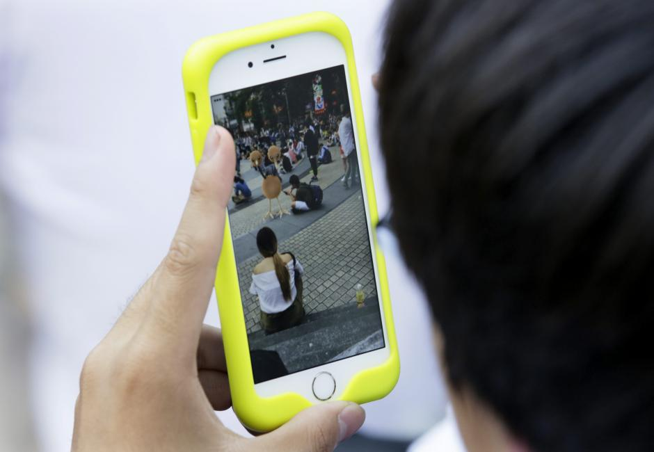 """Numerosas personas disfrutan con el """"Pokémon GO"""", el juego para smartphones que cuenta con más de 50 millones de jugadores en el mundo. (Foto: EFE)"""