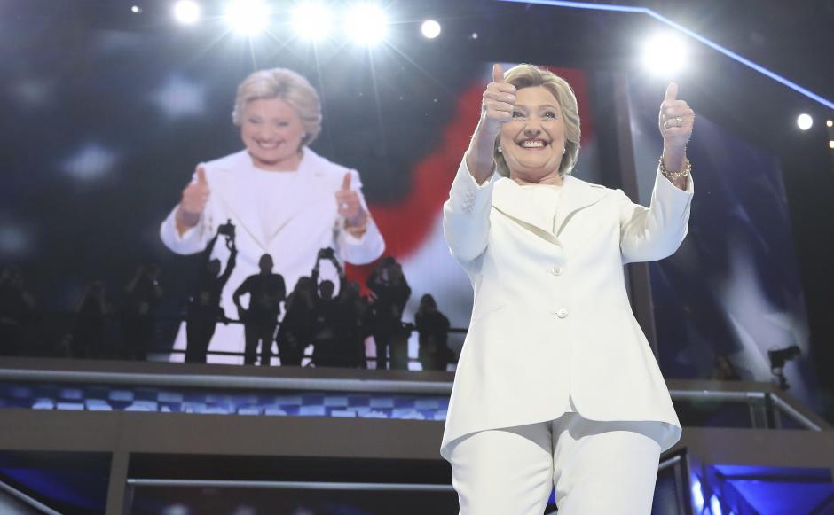 La candidata republicana Hillary Clinton subió cuatro puntos en la preferencia general. (Foto: EFE)