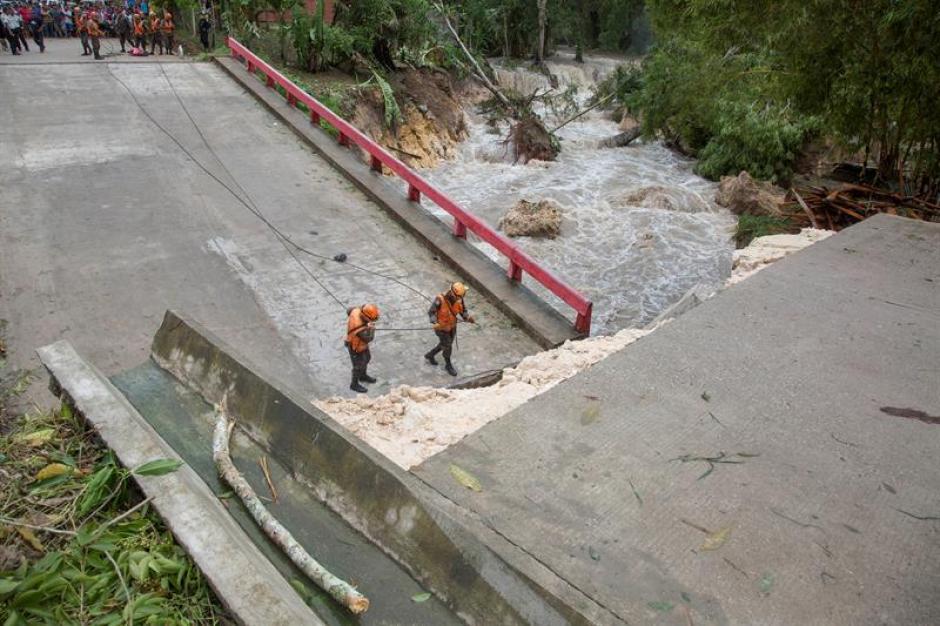 Earl dejó un puente colapsado en Guatemala. (Foto: EFE)
