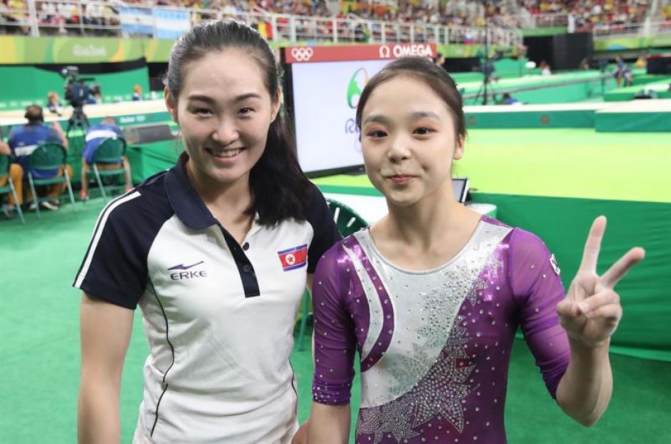 Las atletas también posaron para las cámaras. (EFE)