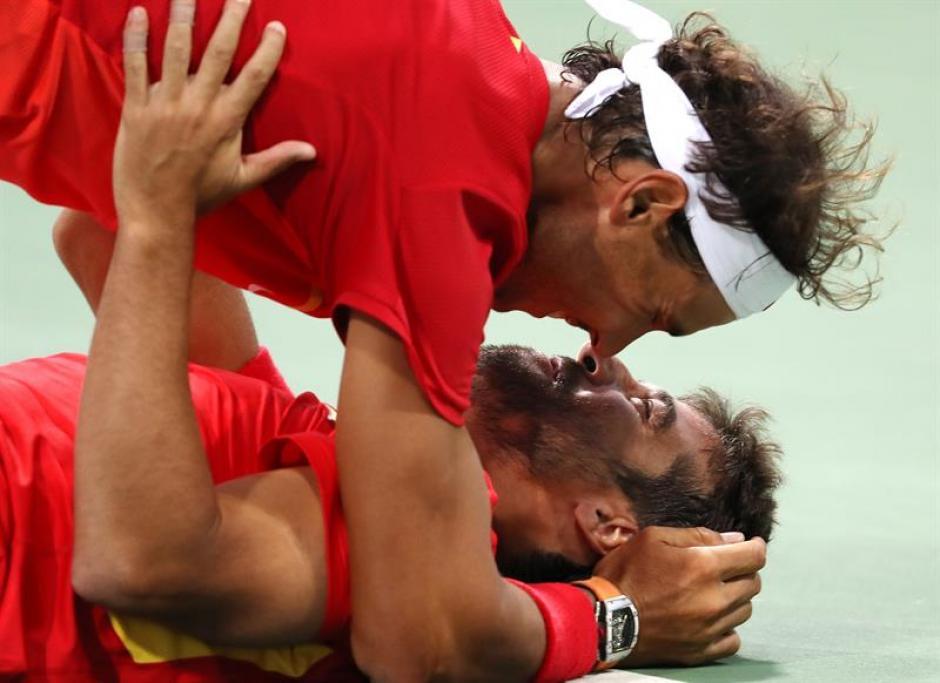 La celebración de Rafael Nadal y Marc López dio de qué hablar. (Foto: EFE)