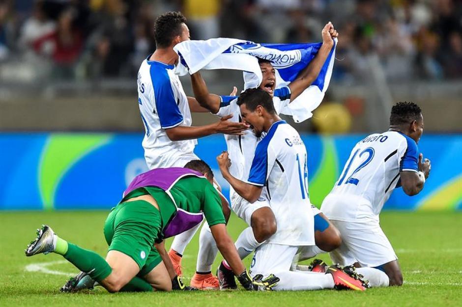 La euforia de los catrachos, tras vencer a Corea y avanzar a semis. (Foto: EFE)