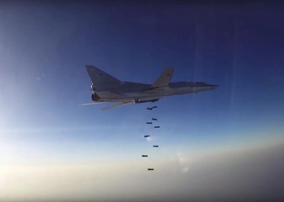 Los bombardeos se dan de noche y de día. (Foto: EFE)