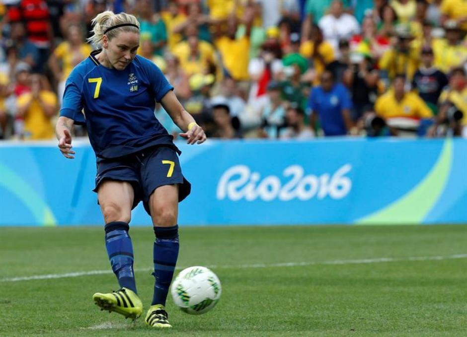 Lisa Dahlqvist metió el último penal contra Bárbaro. (Foto: EFE)