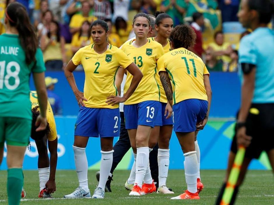Las chicas brasileñas soñaban con el oro. (Foto: EFE)