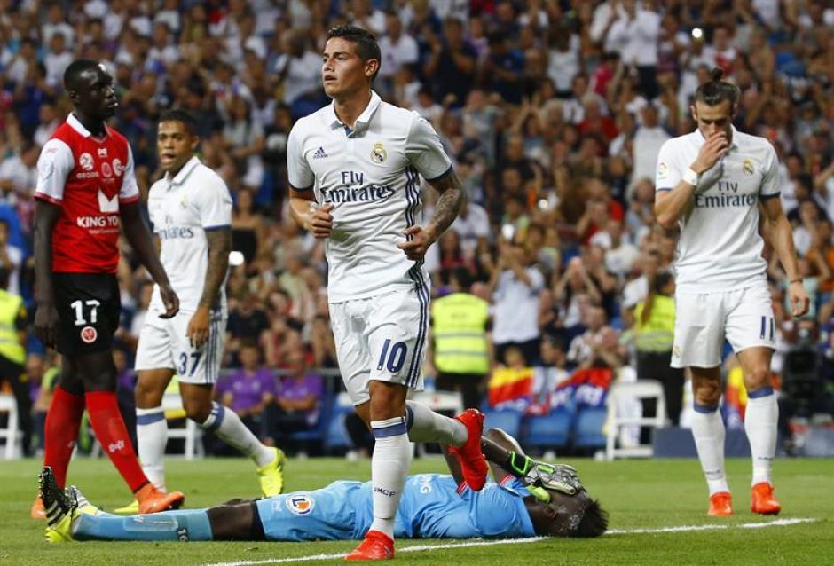 Antonio Conte quiere llevarse a James al Chelsea. (Foto: AFP)